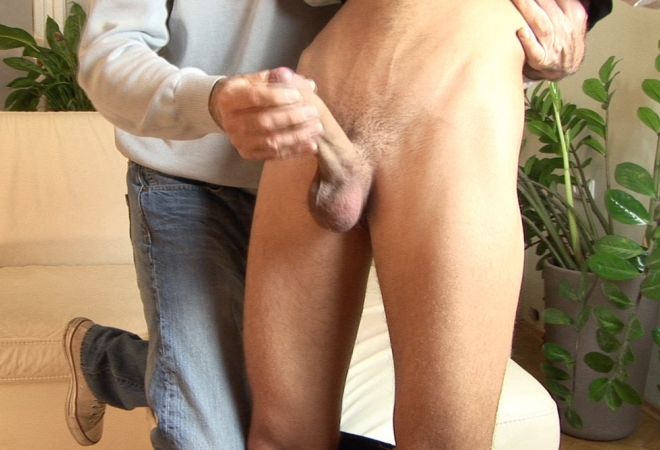 Nasty Straight Guy Patrik Sykora Gets Handjob